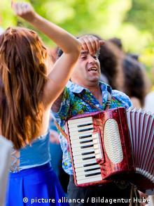 Musiker bei einer Hochzeit in Sofia, Bulgarien (picture alliance / Bildagentur Hube)