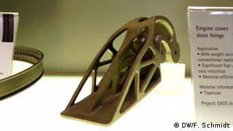 Hinge for an airplane door created with an SLM-printer Copyright: Fabian Schmidt/DW