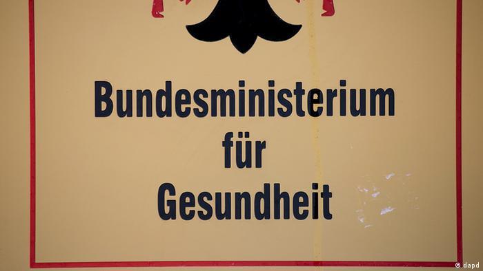 Deutschland Gesundheitsminister Bahr ärgert sich über möglichen Datenklau (dapd)