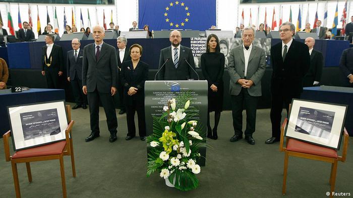 Nagrada je simbolično postavljena na dvije prazne stolice u Evropskom parlamentu