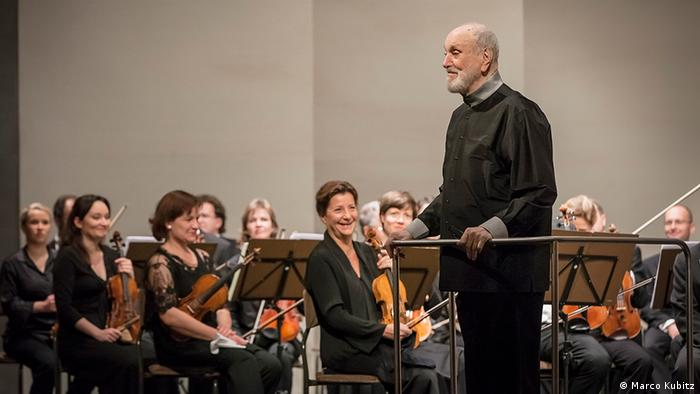 Kurt Masur with the Dresden Philharmonic. Photo: Marco Kubitz