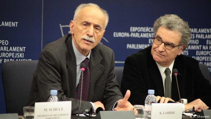 دکتر عبدالکریم لایجی نفر سمت چپ