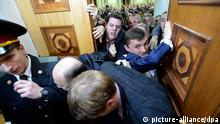 epa03505627 Ukrainian lawmakers scuffle prior to the opening ceremony of a new session of the Ukrainian 'Verkhovna Rada' (Supreme Council of Ukraine) parliament in Kiev, Ukraine, 12 December 2012. The newly elected Ukrainian parliament held its first session following the parliamentary elections on 28 October 2012. Media reports claim that opposition lawmakers were scuffling with two of their deputies whom they suspect were preparing to change to Ukrainian President Viktor Yanukovych's Party of Regions, that holds a small majority in the parliament. EPA/ANDREW KRAVCHENKO / POOL