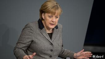Berlin/ Bundeskanzlerin Angela Merkel (CDU) gibt am Donnerstag (13.12.12) im Bundestag in Berlin eine Regierungserklaerung zum EU-Gipfel ab. Die Europaeische Union will beim anstehenden EU-Gipfel ueber eine Vertiefung der Wirtschafts- und Waehrungsunion als Konsequenz aus der Schuldenkrise beraten. (zu dapd-Text) Foto: Michael Gottschalk/dapd