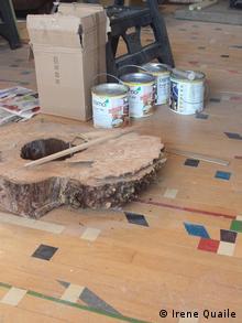Der Holzboden kommt von einer ehemaligen SChulturnhalle (Foto: Irene Quaile) September 2012, Kinross, Schottland