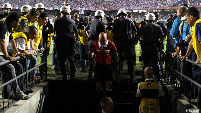 A referee enters the locker room tunnel to talk to players from Argentina's Tigre after they refused to return to the field after halftime during the second leg final soccer match of their Copa Sudamericana against Brazil's Sao Paulo, in Sao Paulo December 12, 2012. REUTERS/Nacho Doce