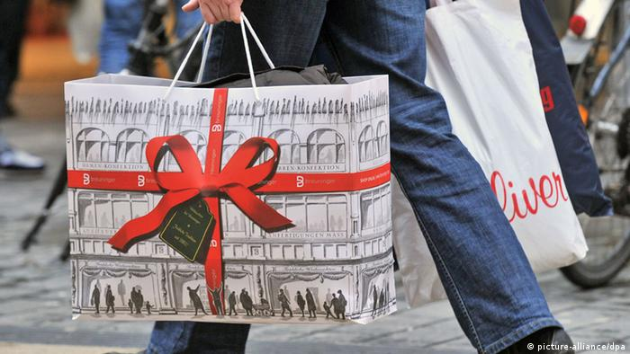 Weihnachtseinkauf in Deutschland (Foto: dpa)