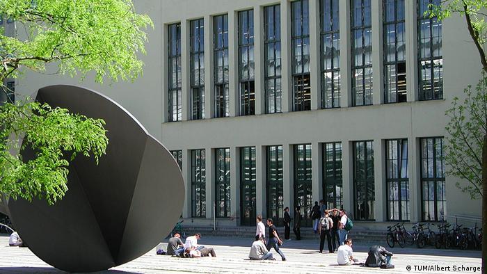 Deutschland Technische Universität München Innenhof Stammgelände (TUM/Albert Scharger)