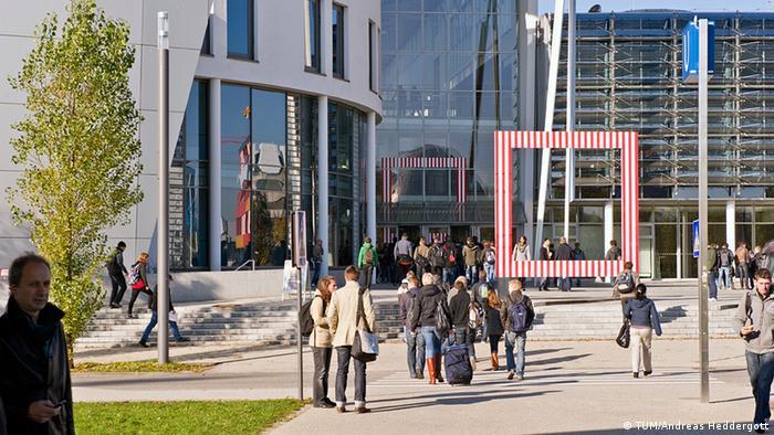 Біля одного з корпусів Технічного університету Мюнхена