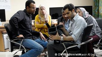 Abu Dief (left), participant of DW Akademie's workshop on video reporting (photo: Nasir Al-Jezairi /DW).