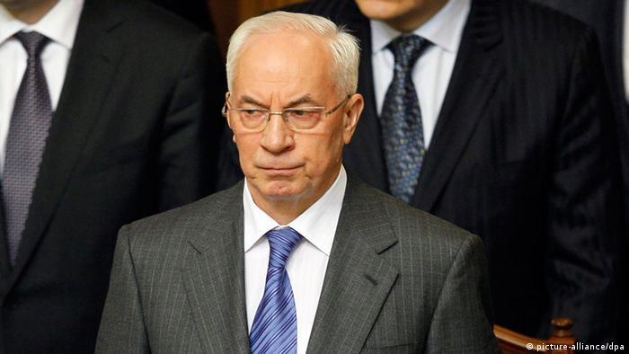 Азаров призупиняє підготовку до підписання Угоди