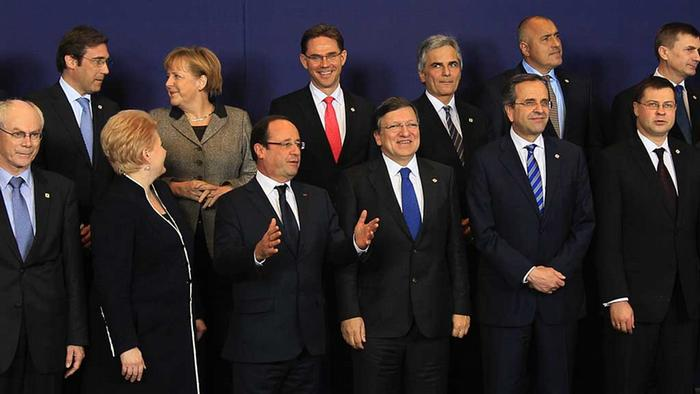European Union leaders pose for a family photo during a EU summit in Brussels December 13, 2012. Photo: REUTERS/Yves Herman