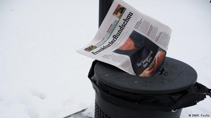 A newspaper in the trash. Photo: DW / R. Fuchs