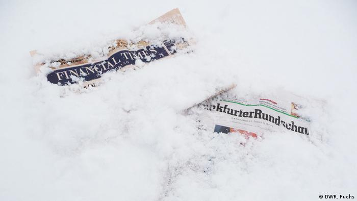 Newspapers covered in snow Copyright: DW/R. Fuchs