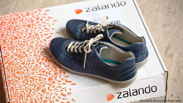 An image showing shoes on a Zalando box ( Photo: Wolfram Steinberg)