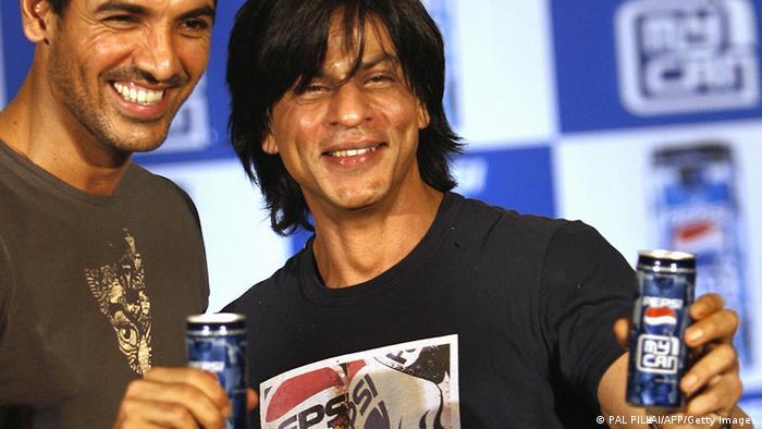 Indien Filmschauspieler Shah Rukh Khan mit Pepsi Cola (PAL PILLAI/AFP/Getty Images)