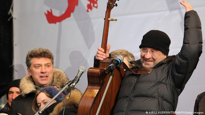 Two of the organisers of the opposition rally For Fair Elections, Boris Nemtsov, a former first deputy prime minister and opposition leader and rock musician Yuri Shevchuk take part in the rally in central Moscow, on February 4, 2012, Photo: KIRILL KUDRYAVTSEV/AFP/Getty Images