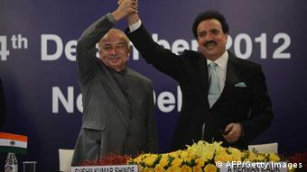 Pakistani Interior Minister Rehman Malik (R) shakes hands with Indian Home Minister Sushilkumar Shinde during the launch of new visa agreement in New Delhi on December 14, 2012 (Photo: PRAKASH SINGH/AFP/Getty Images)