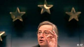 Jean-Claude Juncker unter EU- Sternen