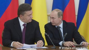 Russian President Vladimir Putin, right, and his Ukranian counterpart Viktor Yanukovych make a joint statement to the media in Novo-Ogaryovo residence. Sergey Guneev/RIA Novosti