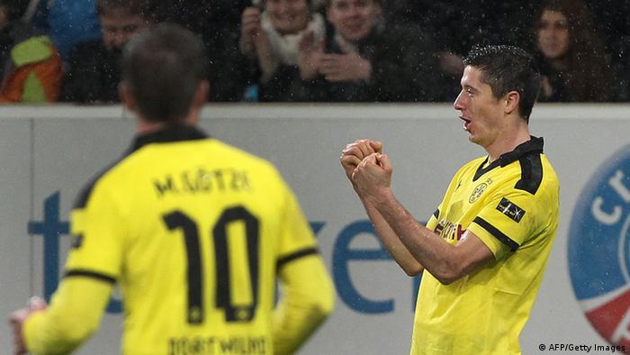 Dortmund reclaim third while Schalke fire coach