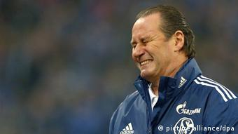 Huub Stevens grimaces on the sidelines of his last game in charge of Schalke, a 3-1 defeat to Freiburg (Photo via dpa)