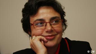 «Eμείς κερδίζουμε ως εταιρεία, διότι δεν είναι εύκολο να βρεθεί εξειδικευμένο προσωπικό για μικρομεσαίες εταιρείες» λέει η Δέσποινα Καζαντζίδου, διευθύντρια της UNISOLO