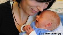 Geburtenrate Deutschland Geburt Baby Säugling Alterspyramide Mutter Kind Mutterschutz
