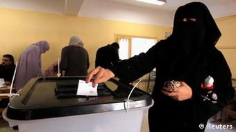 An Egyptian woman casts her vote (photo: REUTERS/ Mohamed Abd El Ghany)
