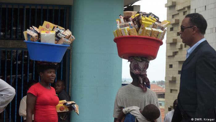 Zungueiras (vendedoras ambulantes) são frequentes vítimas da violência contra mulheres em Angola