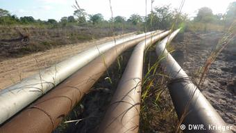 Pipelines running through the countryside. Copyright: DW/Renate Krieger