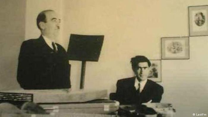 ابوالحسین صبا (چپ)