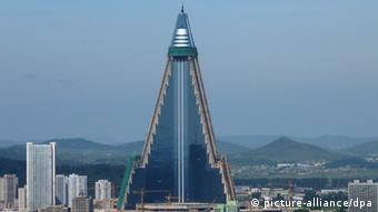 Ryugyong Hotel in Pjöngjang An undated image released on 03 September 2009 shows a view of the high-rise Ryugyong Hotel being built in the North Korean capital of Pyongyang. (Photo: EPA/YONHAP +++(c) dpa - Bildfunk+++)