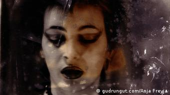 Portrait of German musician, DJ, moderator and producer, Gudrun Gut in heavy makeup Pressedownload von: http://www.gudrungut.com/pics/ Zulieferer: Marco Sanchez