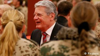 German President Joachim Gauck (C) talks to soldiers of the German contingency of the International Security Assistance Force (ISAF) during a visit to the Bundeswehr armed forces in Camp Marmal, near the northern Afghan city of Mazar-e-Sharif, December 17, 2012. REUTERS/Fabrizio Bensch (AFGHANISTAN - Tags: MILITARY CONFLICT POLITICS)