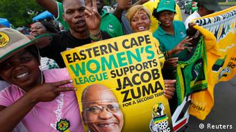 Supporters of President Jacob Zuma celebrate Foto: REUTERS/Mike Hutchings