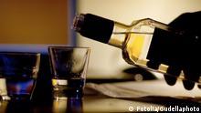 Dring © Gudellaphoto #25821019 Schnaps Glas Alkohol Symbolbild