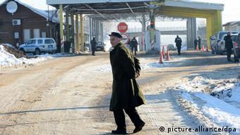 Serbien Kosovo Grenzübergang (picture-alliance/dpa)