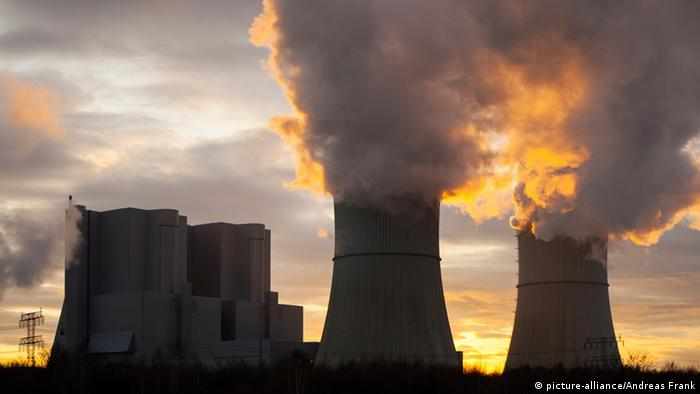A coal-fired power plant in Germany, with the sun setting behind it (Copyright: Andreas Franke)