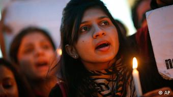 An Indian girl holds a candle during a candlelight vigil to seek capital punishment for rapists in New Delhi, India, Wednesday, Dec. 19, 2012. (Photo:AP/dapd)