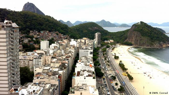 View over Copacabana beach (Copyright: DW/Naomi Conrad 2012)