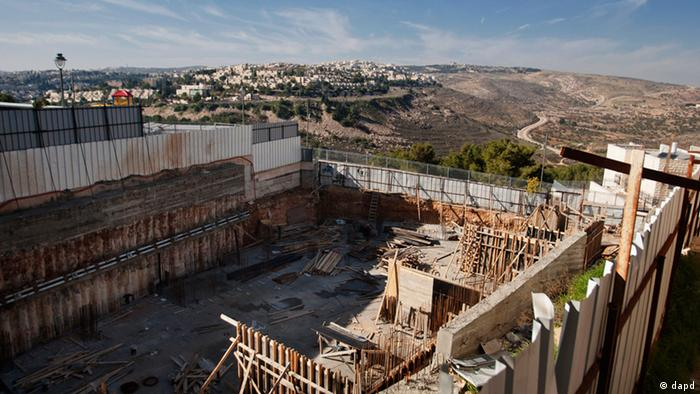 A construction site in the east Jerusalem neighborhood of Ramat Sholmo, Tuesday, Dec. 18, 2012. Photo:Dan Balilty/AP/dapd)