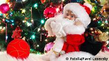 Sapphireminiature toy Santa Claus, near green fir-tree © Pavel Losevsky #45939160 - Portfolio ansehen