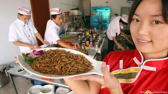 A waitress shows the insect dish in a restaurant in Changsha, central China. (Photo: ChinaFotoPress/He Wenbing/MAXPPP)