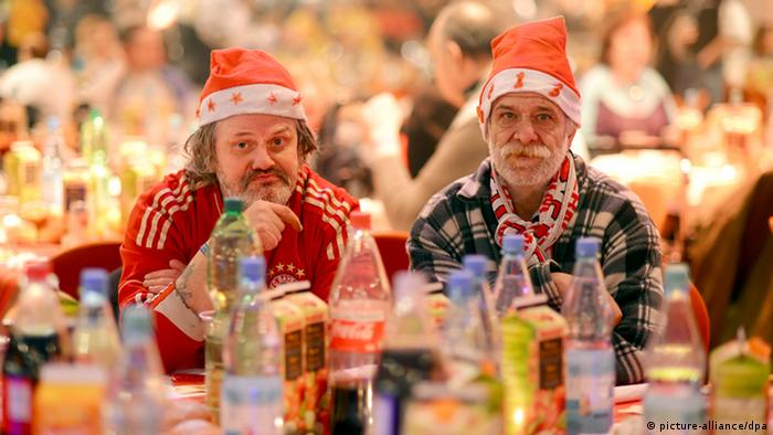 Two of the guests at pop singer Frank Zander's Christmas meal in Berlin Photo: Britta Pedersen/dpa