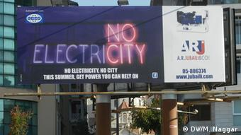 A billboard in Beirut reads no electricity. Foto DW/Mona Naggar