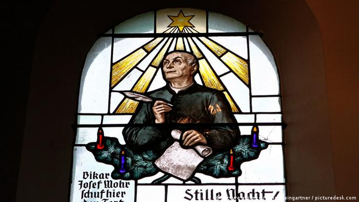 A window in the 'Silent Night Chapel' in Oberndorf depicts Josef Mohr (picture alliance / Ernst Weingartner / picturedesk.com)