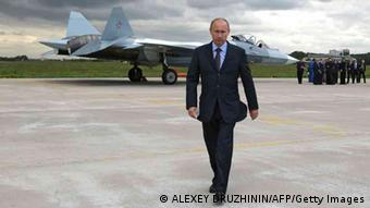 Putin in front of a fighter jet Photo: ALEXEY DRUZHININ/AFP/Getty Images