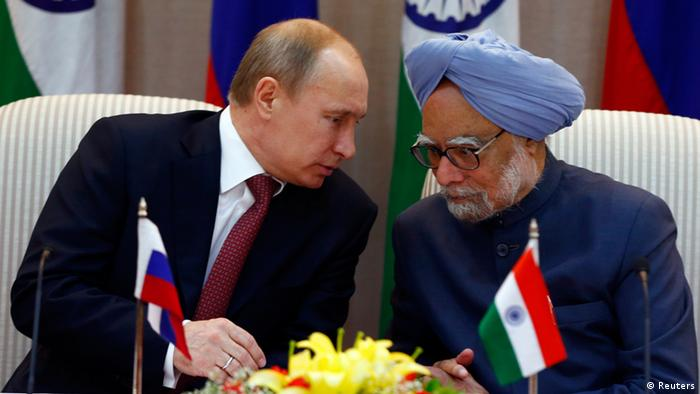Russia's President Vladimir Putin (L) shakes hands with India's Prime Minister Manmohan Singh (Photo: REUTERS/Grigory Dukor)