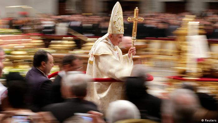 Pope Benedict XVI leaves at the end of the Christmas night mass in the Saint Peter's Basilica at the Vatican December 25, 2012. (Photo: REUTERS/Max Rossi)